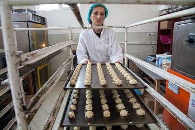 Kosovo woman baker